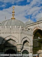 Eminönü Mosque (voyageAnatolia.blogspot.com) Tags: travel architecture turkey photography photo islam arches istanbul spire silkroad ottoman domes istambul turkish islamic estambul isztambul istanboel alem איסטנבול イスタンブル stambula إسطنبول 伊斯坦堡 stambulas стамбул κωνσταντινούπολη istanbulo voyageanatolia