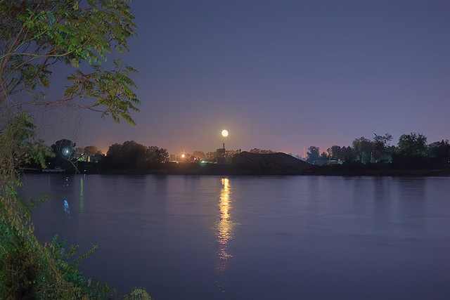 Night view of the Missouri River, in Saint Charles, Missouri, USA - moonrise 2