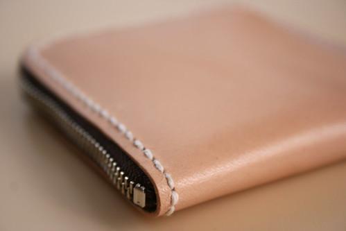 大きく開いて使いやすいヌメ革のシンプル小銭入れ (型紙あり)(その1)