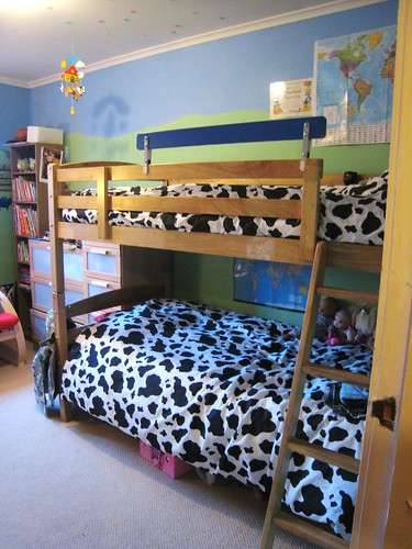 kids room bed view