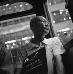 今天應該很高興 Happy Chinese New Year 2011 (BckWht) Tags: rolleiflex hongkong tram 香港 35e fujineopan400 xenotar