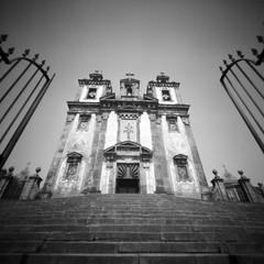 Stairway to Sao Joao (Dikal) Tags: zeroimage2000 zero2000 zeroimage pinhole lensfree sténopé nofilter notrick ilford ilfordfp4 fp4 25asa rodinal homemade 120film 120 6x6 squareformat stairs church portugal porto saojoao 2017 dikal