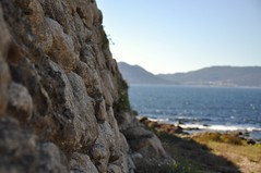 Castro Baroña. Playa . Galicia (adribouzada) Tags: castros galicia piedras celtas baroña playa mar azul
