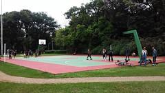 Parque ibirapuera (polianaamaral) Tags: parque pessos jogos quadra grama arvóres bicilceta