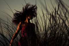 She knows everythings (David Olkarny Photography) Tags: red beach strange night canon mark zee ii 5d tatiana merdunord werid 24105mm davidolkarny