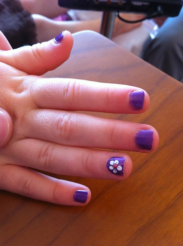 Purple nails with a fancy flower