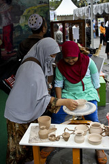 (Fesapo) Tags: old family cup indonesia town education child daughter mother hijab bowl parent jakarta clay pottery niqab oldtown apprentice