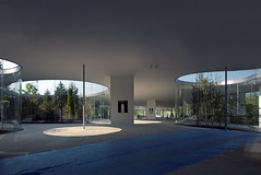 HIROSHI SENJU MUSEUM KARUIZAWA: Ryue Nishizawa, Karuizawa, Nagano, Oct. 2011 (wakiiii) Tags: japan architecture s5pro 軽井沢研究所 西澤立衛