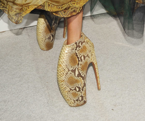 Lady Gaga crocodile shoes golden 2010 MTV Video Music Awards VMA