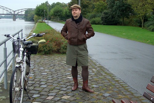 2010-09-14 brown khaki with bike