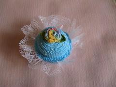 Cupcake Croche (Luciane P. Castro) Tags: cake handmade crochet cupcake decorao croche docinho enfeite sache lembrancinha feitoamo alfineteiro agulheiro