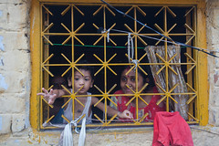 Fentre (hubertguyon) Tags: window child mother enfant fentre calcutta inde quartier mre kolkota kumartuli bengaleoccidental earthasia