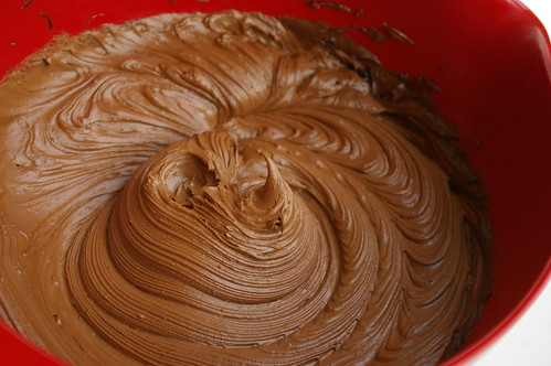 Whipped chocolate icing