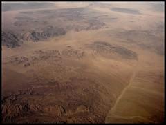 CA-TX flight 2010 (baba j aga) Tags: arizona usa brown mountains beautiful hills gry intheair wiat ziemia godscreation theearth wzgrza piknoprzyrody wpowietrzu landfromtheplane majestatycznaprzyroda rzebaterenu krajobrazzsamolotu majestaticnature