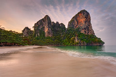 Sunrailayse (Clint Koehler) Tags: water sunrise thailand asia southeastasia waves dri andamansea railay railaybeach photomatix 1424 nikond700