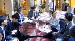 NICCODの日本人ボランティアの皆さんと意見交換