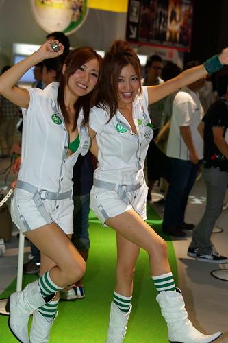 #tgs2010 今年は踊りまくり?マイクロソフトブースのお姉さん画像