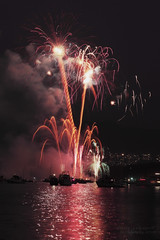 Fire in the sky , Celebration of Lights (janusz l) Tags: china night vancouver boats fireworks kitsilano celebrationoflights westend symphonyoffire fireinthesky refections janusz leszczynski pyromusical 003239