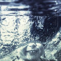 the plunge (Ąиđч) Tags: andy water girl strange fun jump underwater little andrea dive wave andrew salto splash acqua tuffo strano divertente plunge onda bambina benedetti schizzo sottacqua ąиđч