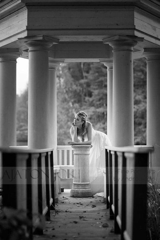 Black and white image finnish bride in the gazebo