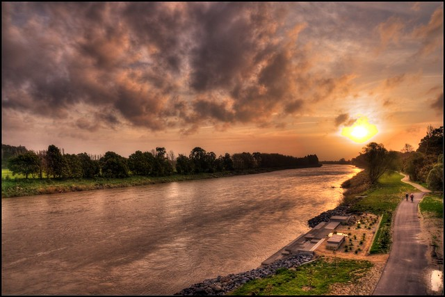 Sunset alongside Manawatu River.