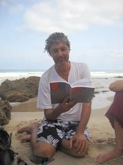 דורון קורא שירה בים