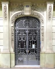 Barcelona - Diagonal 372 d (Arnim Schulz) Tags: barcelona door espaa building art metal architecture liberty spain arquitectura puerta iron doors arte kunst edific