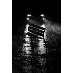 (Andreu Robust) Tags: light black reflection blanco luz water car night drive noche lluvia agua withe negro banco coche reflejo canon5d silueta banc nit silouhette charco pluja cotxe llover raing 24105mm cardriver andreurobust