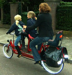 Three Lovely Ladies enjoying the ride home together (Pays-Bas Cycle Chic) Tags: bike scheveningen cycle girlpower chic thehague fiets supermum fietsfabriek cyclechic bikeaccessories supermums hollandcyclechicthehague paysbascyclechic cyclechicladies dutchcyclechic