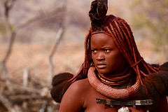 w (fabrizia maiorano) Tags: africa portrait people woman canon river donna village d mark 5 african culture tribal falls safari ii afrika tribe ethnic namibia ritratto tribo himba afrique ethnology epupa tribu namibie 70200mmf4 villaggio kunene tribus womanportrait ethnie bestflickrpics canon5dmarkii
