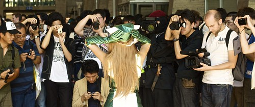 1 cosplayer, 20 photographers