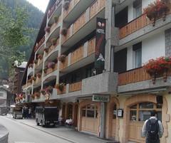 Prédio do Hotel Garni Antika. No mesmo prédio funcionam outros hotéis, com portarias independentes