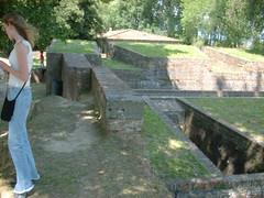DSCF0096 (lilbuttz) Tags: italy lucca walls pisalucca accentflorencespring2002