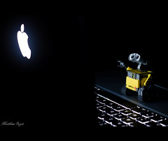 Wall-E Mac addict ? - Steve Jobs Tribute - RIP - (Matthieu Photographie) Tags: light apple yellow wall contrast canon toy toys 50mm robot lowlight mac keyboard jobs rip steve disney e pixar 7d contraste pro setup hommage machintosh pomme clavier iphone walle macbook