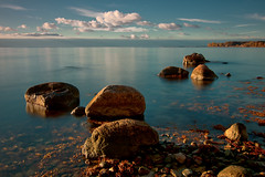 Sea, Light and Stones II (Dietrich Bojko Photographie) Tags: morning autumn sea germany deutschland see balticsea explore rgen frontpage ostsee morgen mecklenburgvorpommern wreechen dietrichbojko globaindex