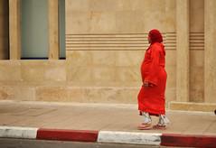 E di' alle credenti di abbassare i loro sguardi ed essere caste (Vv_7879) Tags: market morocco marocco marrakech medina mercato suq genderroles corano islamicveil arabianwomen veloislamico