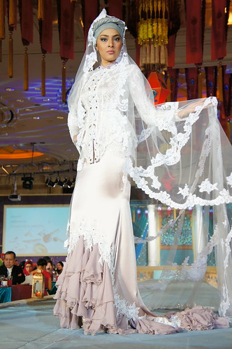Islamic fashion festival 2010 - Jovan Mandagie (20)