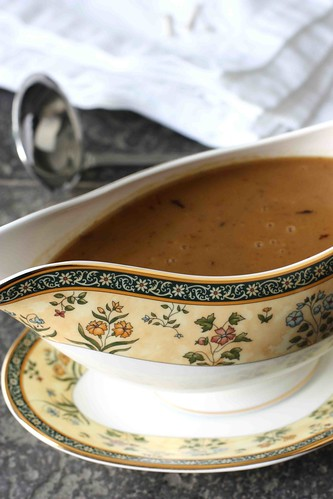 How to Make Turkey Gravy: A Tutorial & Recipe
