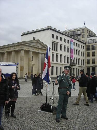 La Bandera dominicana En Berlin-2
