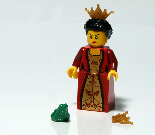 7952 - 2010 Kingdoms Advent Calendar - Day 7 - Queen with Frog  - Unhappy