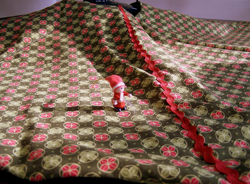 Quilted Christmas Tree Skirt with Dots and Ric Rac