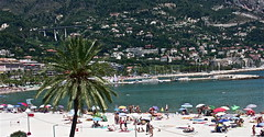 comme une carte postale (dafres) Tags: trees sea people panorama france beach nature water town sand holidays waves shot picture card kartpostal worldtrekker