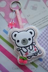 Ursinha fofa (Casinha de Pano) Tags: bear cherry felt feltro cereja urso chaveiro bordado