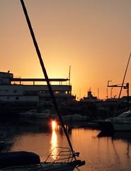 Dusk. (Xanetia) Tags: sunset port boats puerto harbor barcos dusk puestadesol vigo puertodeportivo