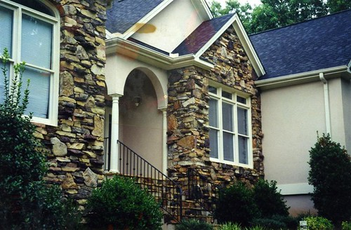 natural stone veneer using traiditional thick-wall stone masonry
