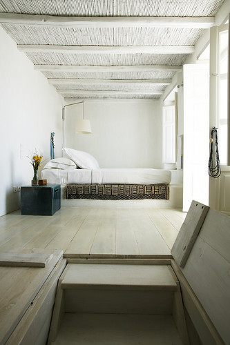 house-in-tinos-island-greece-by-Zege-architects-in-collaboration-with-architect-interior-designer-Marilyn-Katsaris-yatzer-14