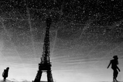 (Nocturnales) Tags: street light shadow bw paris france reflection water fountain silhouette eau lumire eiffeltower streetphotography ombre toureiffel rue trocadero reflexion mikaelmarguerie