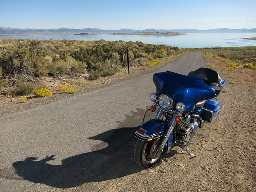L'Electra Glide devant Mono Lake