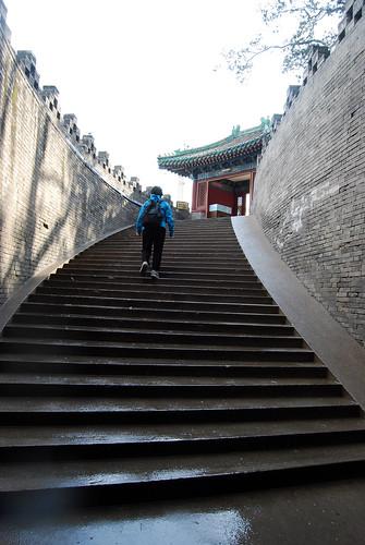 r84 - Chunlin Climbing the Round City