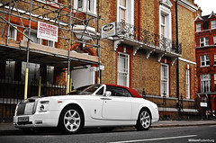 Rolls-Royce Phantom Drophead Coupe (Willem Rodenburg) Tags: street red white 3 london sc car photoshop nikon c picasa rr rollsroyce s rolls parked 1855 phantom wit blanc coupe supercar colouring royce luxe willem pdc londen lightroom drophead d40 rodenburg selectieve
